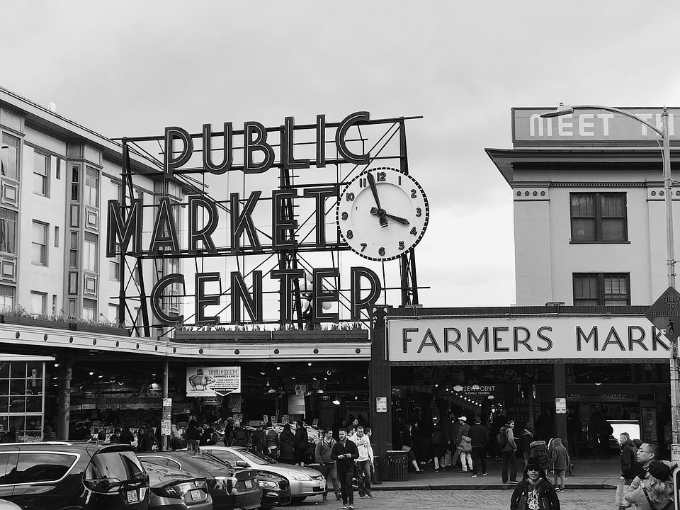 fish market sign at pikes place
